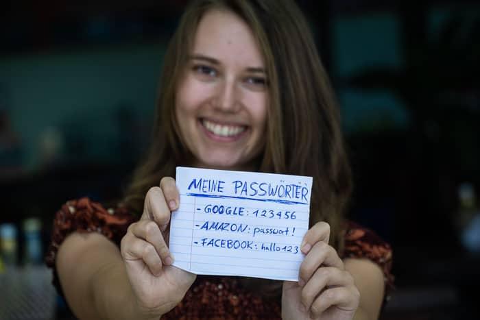 Lena mit Passwörtern